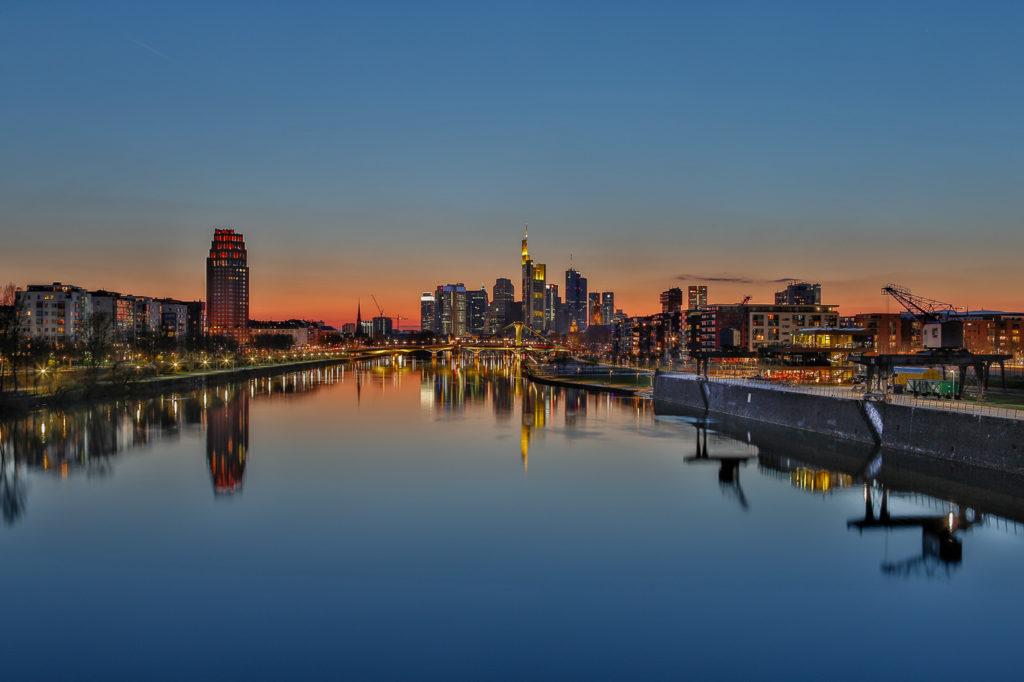 Frankfurt am Main zur blauen Stunde