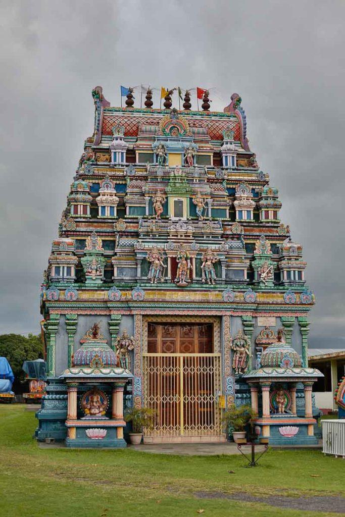 La Réunion - Der Tempel du Colosse. Der Tempel befindet sich in Saint-André und steht unmittelbar am Ufer des Indischer Ozeans.